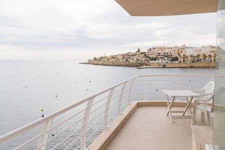 New - Sea Front Apartment| Views - Wifi - Sleeps 6 - Marsaskala