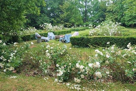 Envronville : maison d'artistes avec vue sur parc