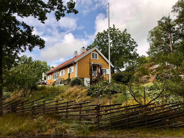 Exklusive countryhouse on a hill, by the lake