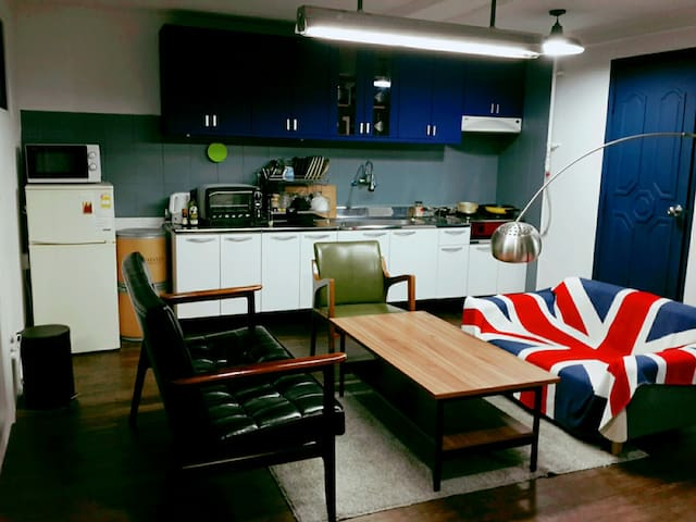 Authentic Itaewon- 8 mins from Itaewon station