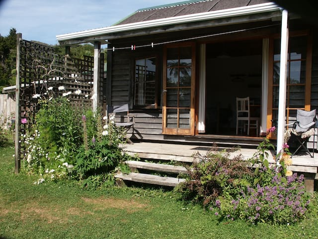 Opua Garden Cottage