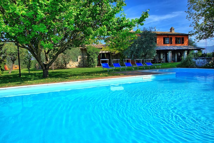 Villa Reale - Holiday Villa Rental with swimming pool in Assisi, Umbria