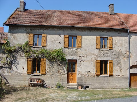Beautiful 4 bedroom farmhouse with pool