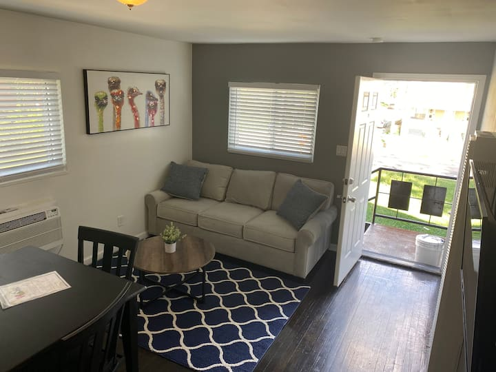 Old Town East 1 bed sleeps 4 pet friendly Forest B