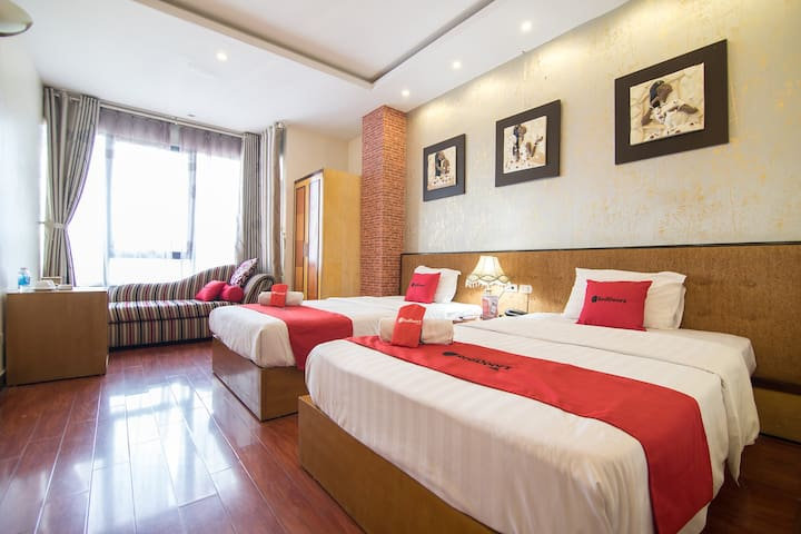 Spacious Twin Room Near Cau Giay Park