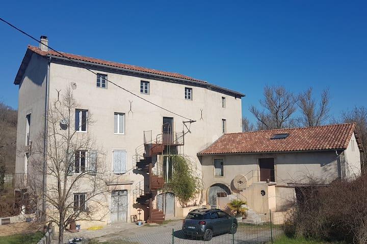 Moulin près de Millau- Chambre  Double avec sdb