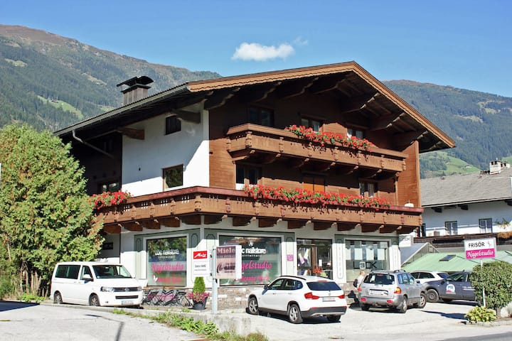 Spacious Apartment in Ramsau im Zillertal near Ski Area