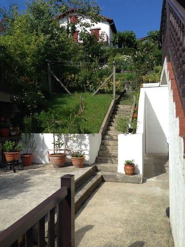 Agréable appartement avec jardin ensolleilé