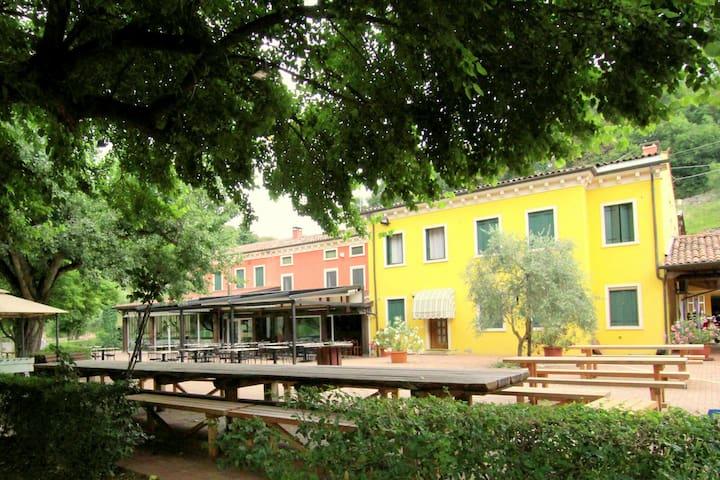 Confortable maison de vacances entouré par les collines Berici, à seulement 20 km de Vicenza