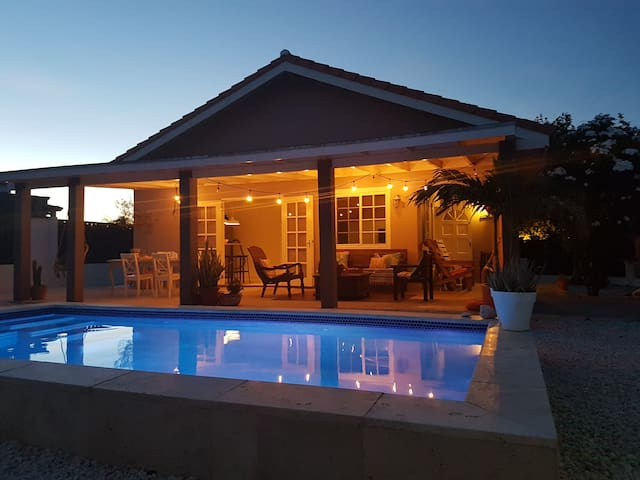 Cas Barbola, home with private pool - Oranjestad - Hus