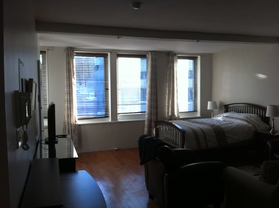 Grand studio meubl vieux quebec apartments for rent in for Meuble ashley quebec