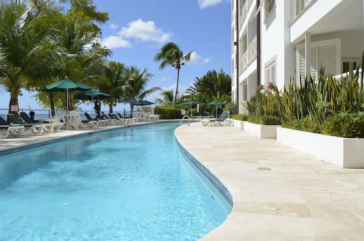 Luxury Beach Front 1 bed condo - Holetown - Appartement