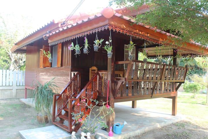 Mango Garden Gästehaus - Wat Sing
