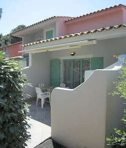 Mini villa on one floor, 250m from the beach - Lecci