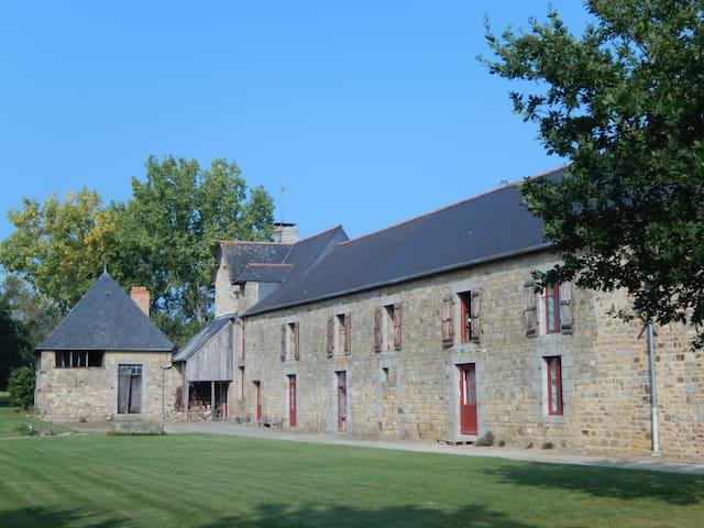 La Chambre d'Hôtes du Grand Clos - Gahard - Dům