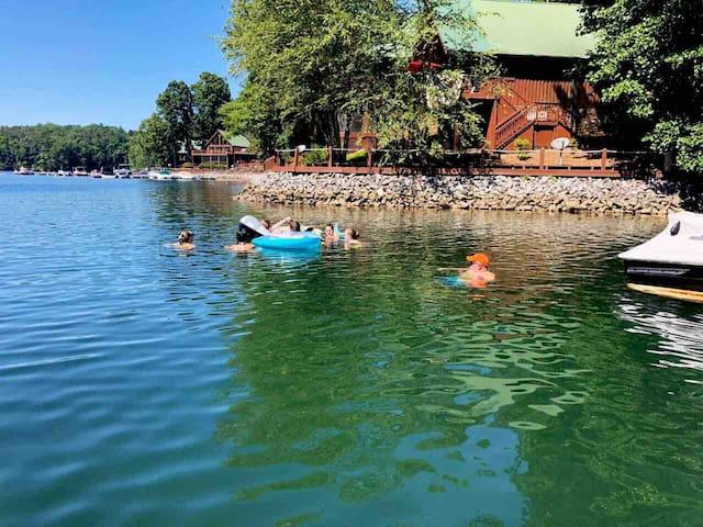 Keowee Clemson Condo with boat slip