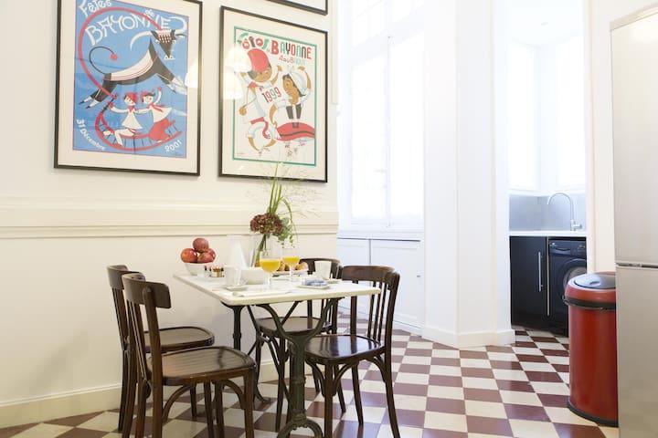 Charme t3 balcon coeur de bordeaux flats for rent in for T3 bordeaux