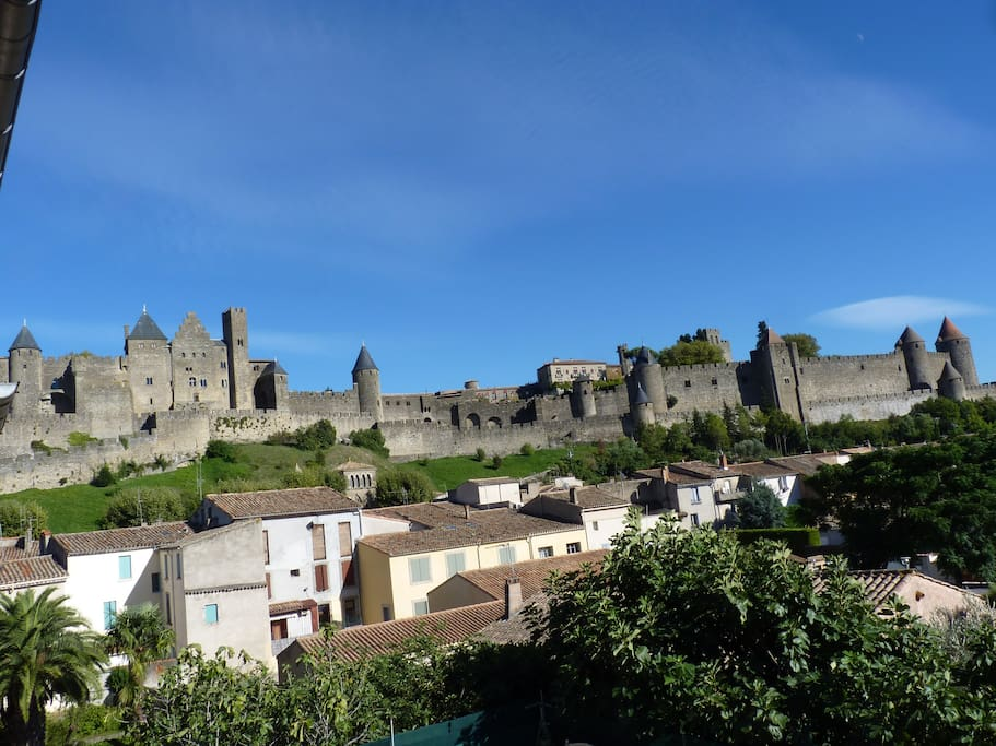 Stunning cite view ensuite room chambres d 39 h tes louer for Chambre d hote carcassonne et environs