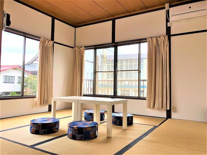 長野県宮田駅前ゲストハウス宿屋DOYA・高速バス停徒歩7分・個室5部屋-3・洋室8畳定員1~4名まで