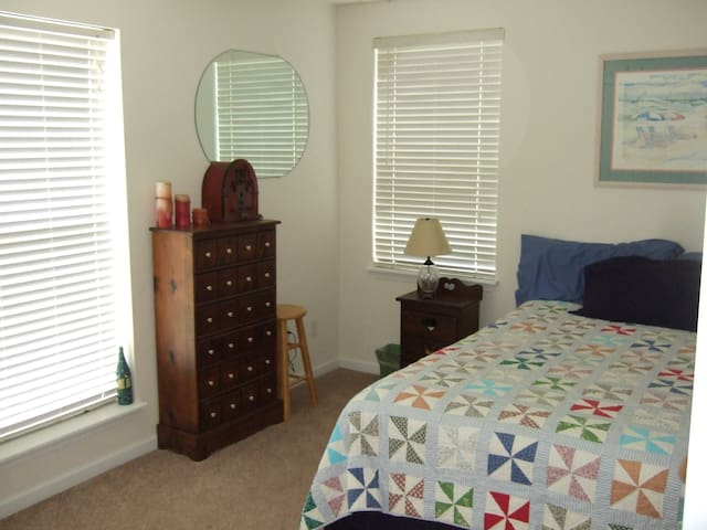 PRIVATE ROOM - QUEEN BED - VIEW - Panama City