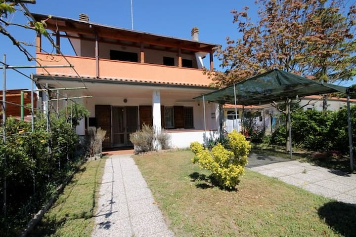 Villa for 6 persons, close to the sea with grill - Comacchio