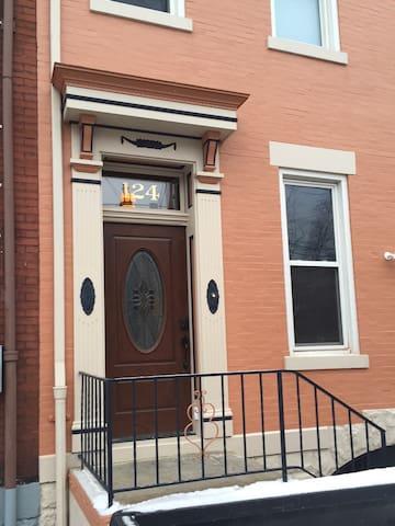 Elegant 1891 Row House + 2 visitor parking passes - Pittsburgh - Dům