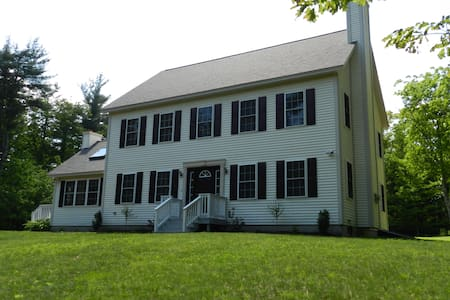 2380 SF House on 11 Acres Sleeps 12 - New Ipswich