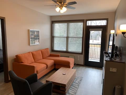 2 bedroom apartment modern and clean