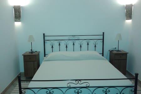 Accogliente camera matrimoniale  - Buseto Palizzolo