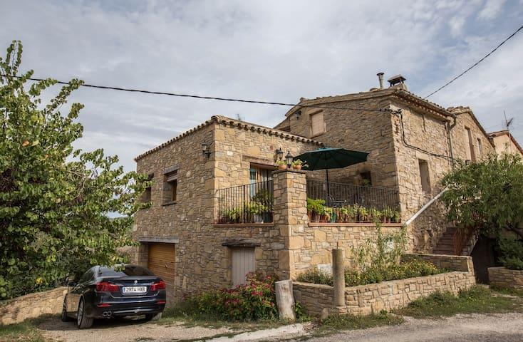 Room with Montserrat - Castellbell i el Vilar - Casa