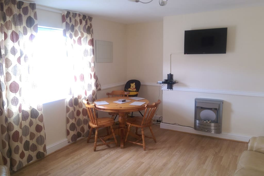 LOUNGE /DINER. FULL SKY TV PACKAGE INCLUDING SPORTS CHANNELS