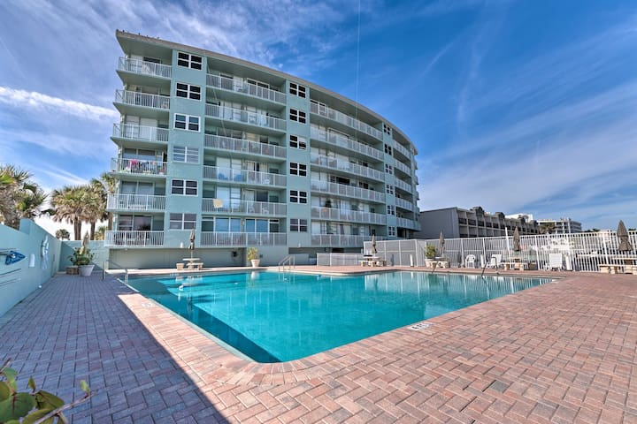Oceanfront Daytona Studio w/ Views & Pool Access!