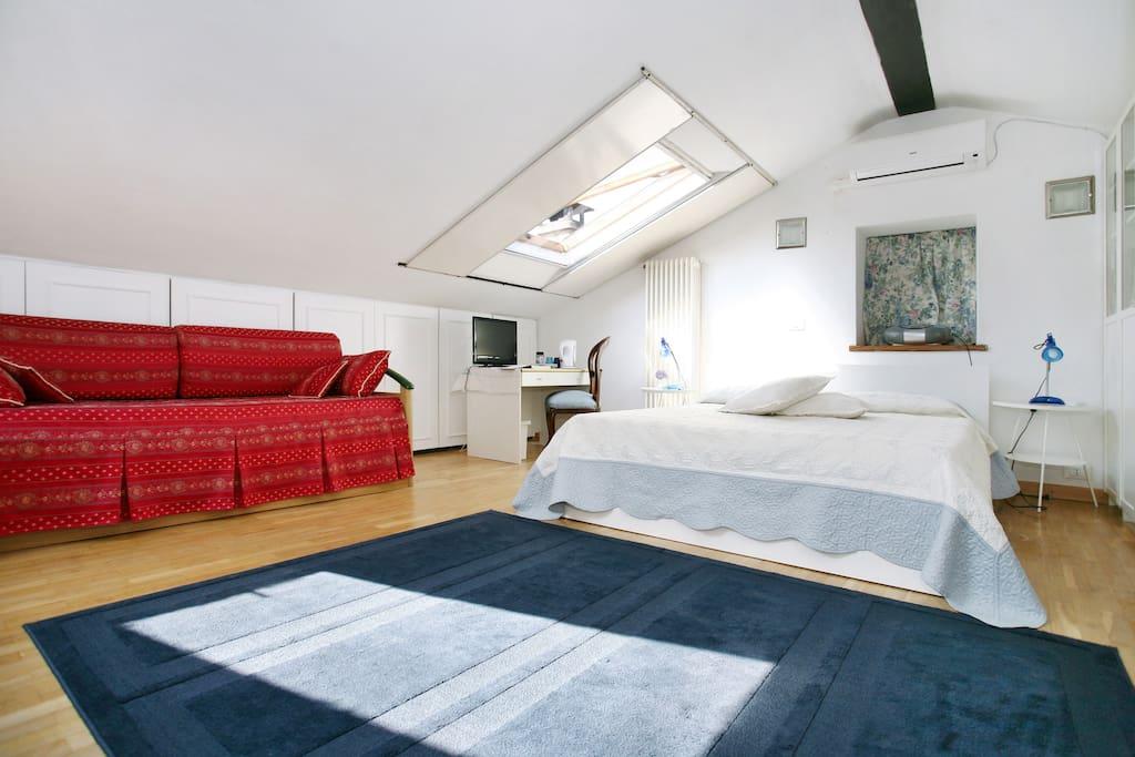 Casa ortensia camera in mansarda case in affitto a lucca toscana italia - Camera in mansarda ...