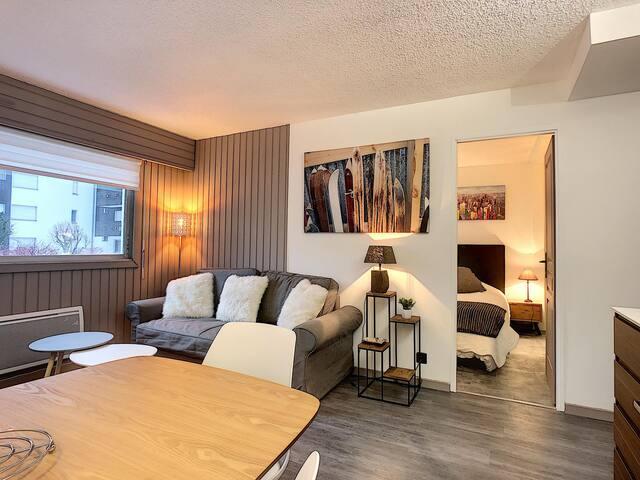 Superb renovated 2 room - ski in, ski out