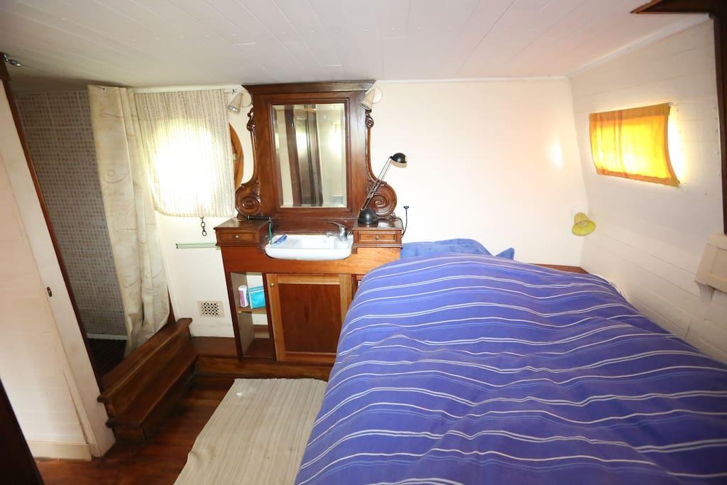 chambre du capitaine, douche et point d'eau