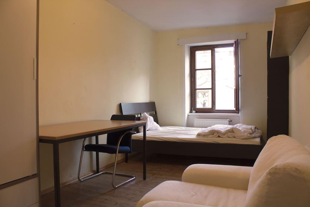 Zimmer in weitläufiger Wohngemeinschaft.