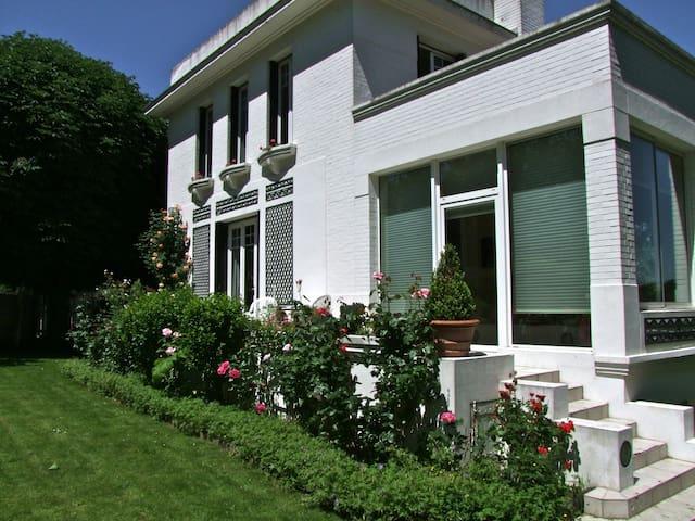 Belle maison avec jardin proche de PARIS