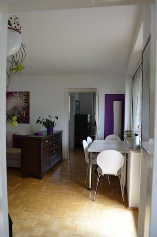 Wohn- /Essbereich mit Blick zu Schlafzimmer 1