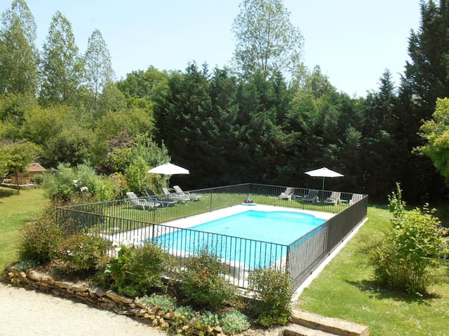 GITE + HEATED POOL AND LAKE SARLAT - Sergeac - Huis