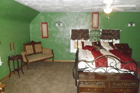Country home setting with wooded area - Mansfield - Bed & Breakfast