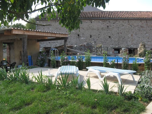 L'Oustal del vailets, piscine,Albi - Valderiès - Huis