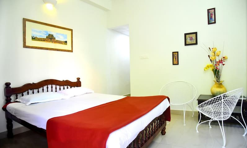 AC DELUXE ROOM IN AUROVILLE AND PONDICHERRY - Puducherry - Apartamento