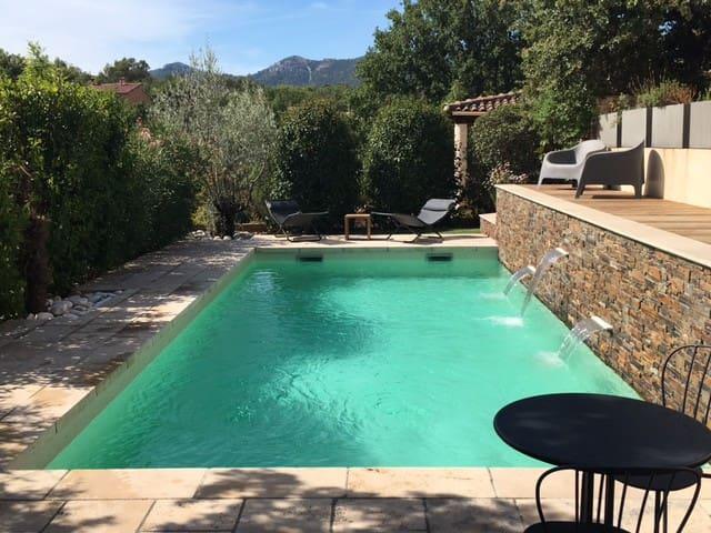 Villa au coeur d'un village provençal - Gréasque