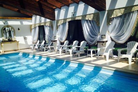 Hotel Emire - Zărnești - Bed & Breakfast