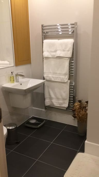 Beautiful en-suite bathroom with luxury towels and complimentary toiletries