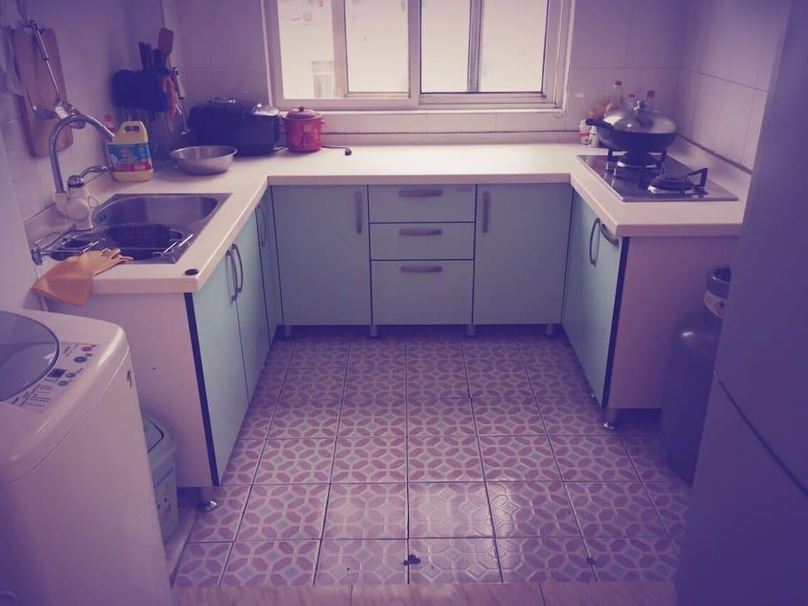 愿意将您忙碌的背影在美丽的青岛留给您朋友或爱人吗?Kitchen