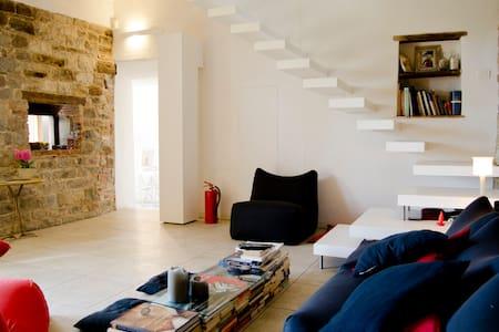 Photographers & Musicians Welcome - Carmignano - Haus