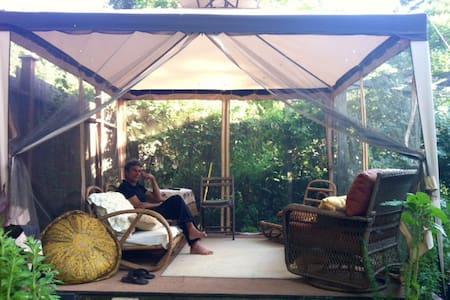 Caroline's Cozy Cottage - Woodacre