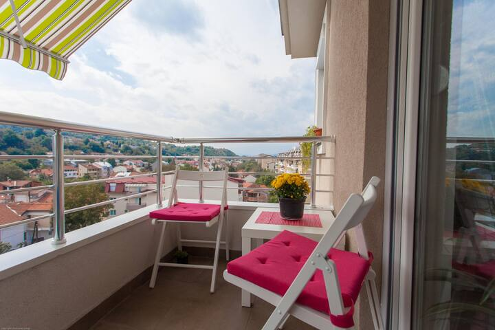 ⭐ Bright and sunny ☼ new apartment ⭐ free parking