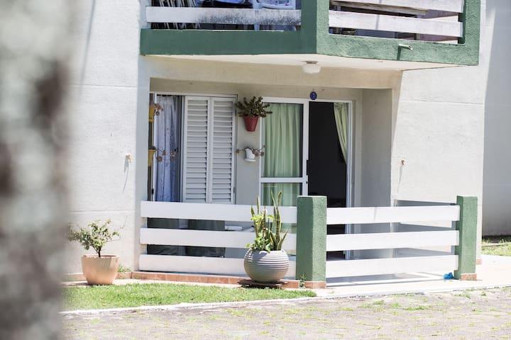 Apartamento térreo próximo ao Café Curaçao